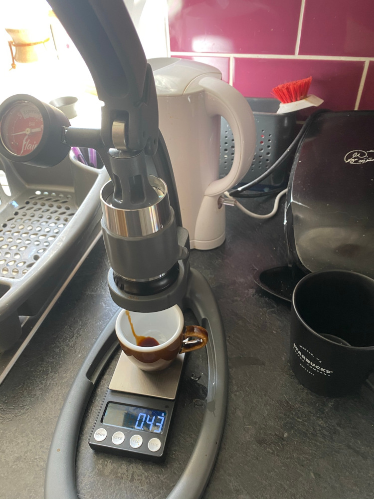 A Flair NEO with an espresso cup and scale